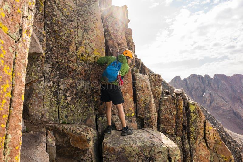 Montanhista em Wilson Traverse, Colorado Rocky Mountains fotos de stock