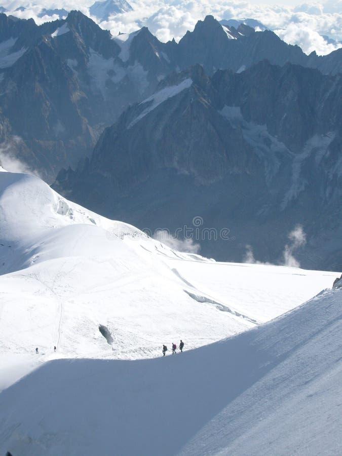 Montanhistas em cumes franceses fotografia de stock