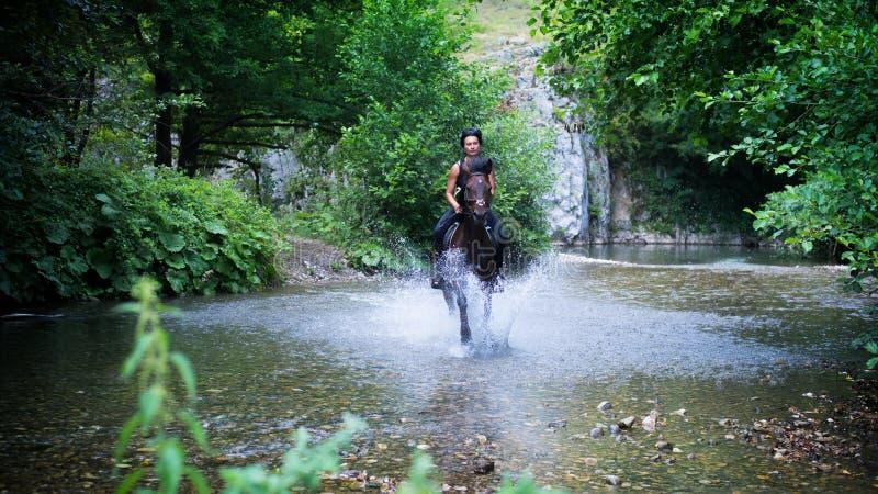 Montar a caballo foto de archivo libre de regalías