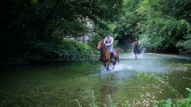 Montar a caballo foto de archivo