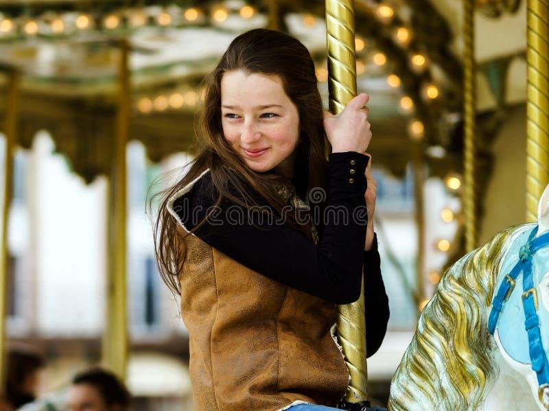 Montar a caballo del adolescente en carusel en Saverne, imagen de archivo libre de regalías