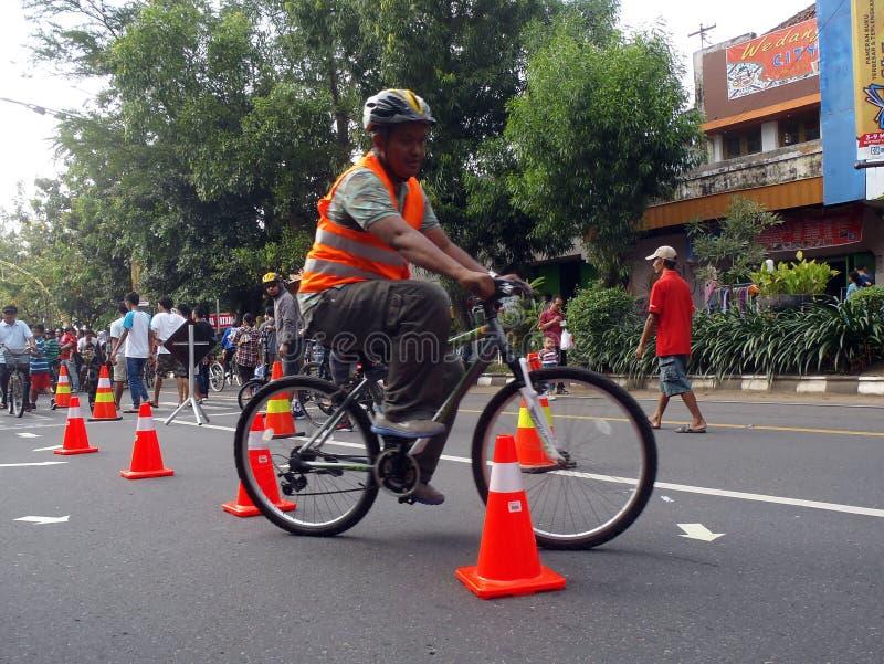 Montar a caballo del truco de la bicicleta imágenes de archivo libres de regalías