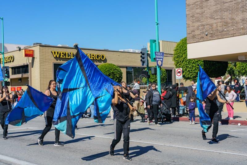 Montclair szkoły średniej orkiestry marsszowej parada w Kameliowym festiwalu fotografia royalty free