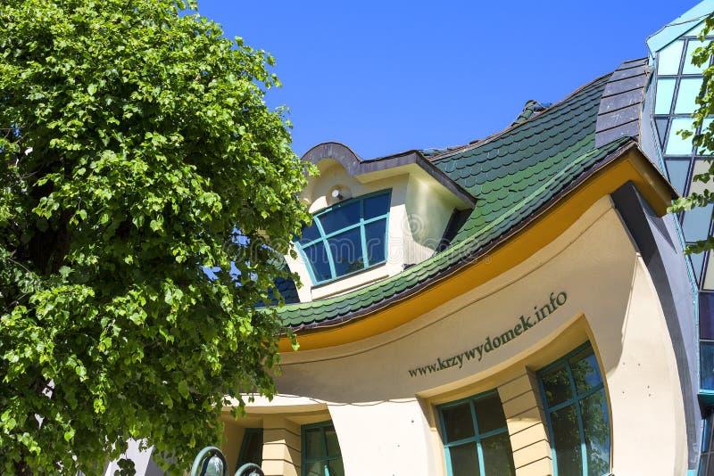 Monte卡西诺街的,索波特,波兰Krzywy Domek弯曲的小的房子 免版税库存图片
