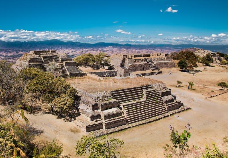 Monte Alban é um capital antigo de Zapotec, perto de Oaxaca, México fotografia de stock