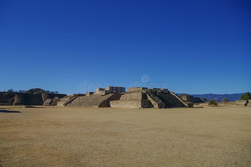 Monte Alban - as ruínas da civilização em Oaxaca, M de Zapotec imagens de stock royalty free