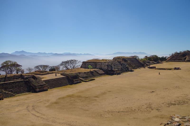 Monte Alban - as ruínas da civilização em Oaxaca, M de Zapotec fotografia de stock royalty free