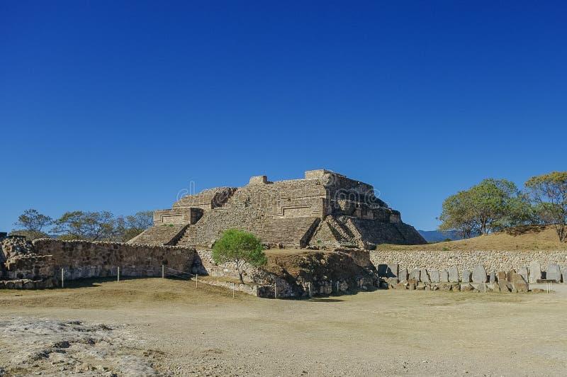 Monte Alban - as ruínas da civilização em Oaxaca, M de Zapotec foto de stock