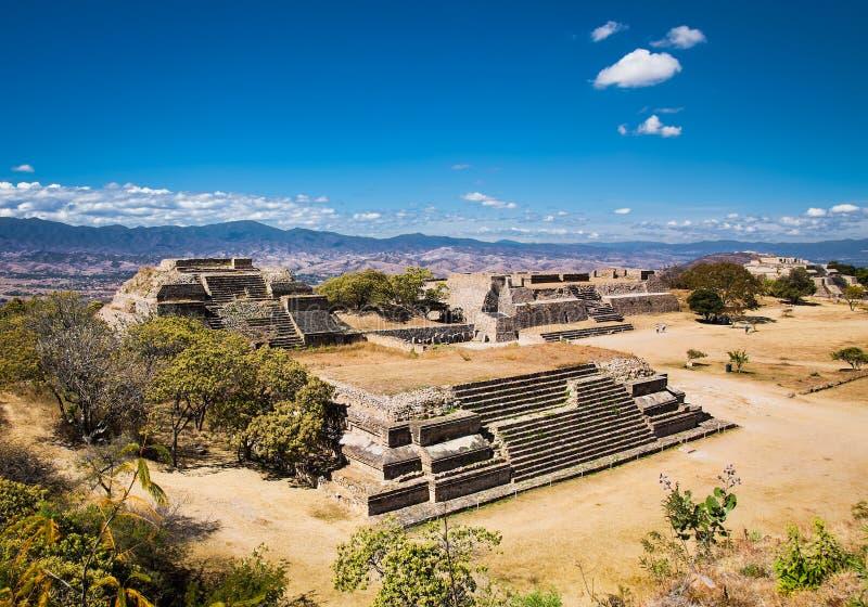 Monte Alban is een oude Zapotec hoofd en archeologisch zit royalty-vrije stock foto's
