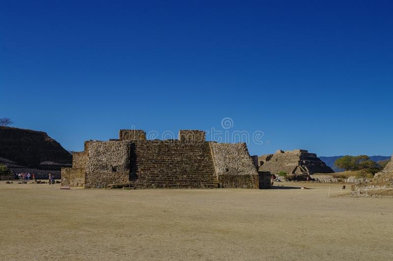 Monte Alban - las ruinas de la civilización en Oaxaca, M de Zapotec fotografía de archivo