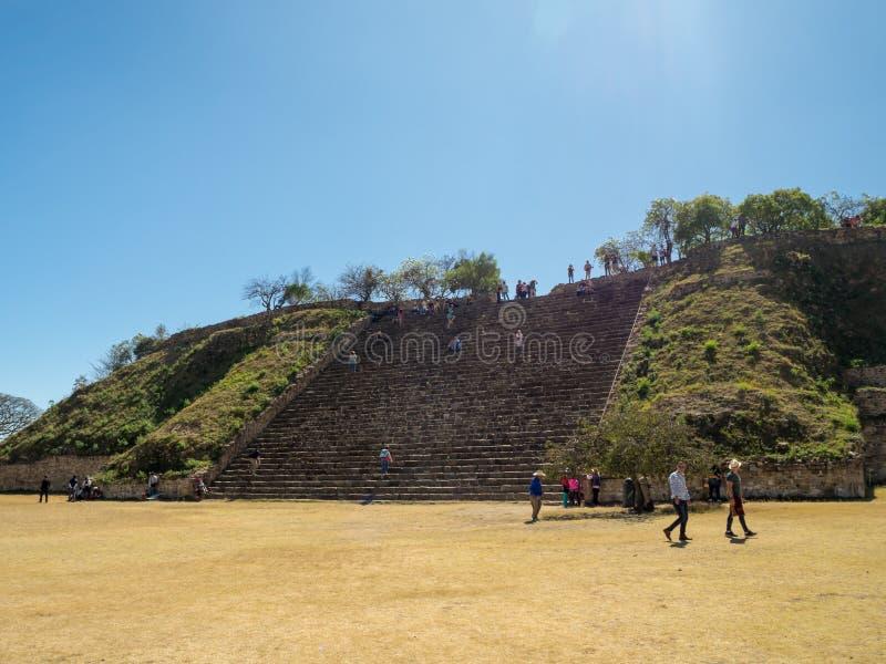 Monte Alban, Oaxaca, México, Ámérica do Sul: [As ruínas as mais grandes da cidade antiga de Zapotec na parte superior fotos de stock royalty free