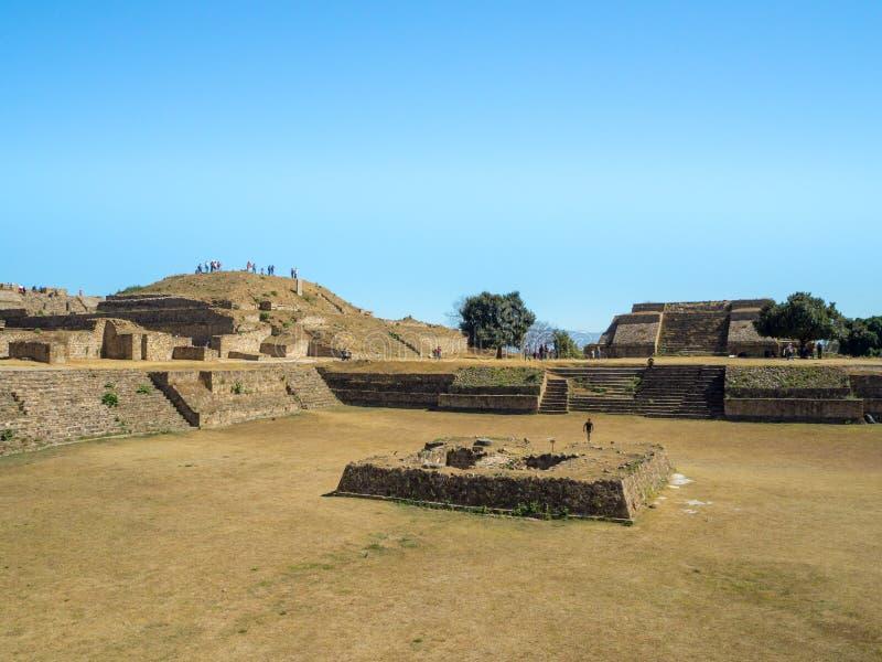 Monte Alban, Oaxaca, México, Suramérica: [Las ruinas más grandes de la ciudad antigua en la cima de la montaña, UNES de Zapotec fotografía de archivo