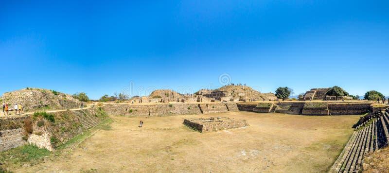 Monte Alban, Oaxaca, México, Suramérica: [Las ruinas más grandes de la ciudad antigua en la cima de la montaña, UNES de Zapotec fotos de archivo