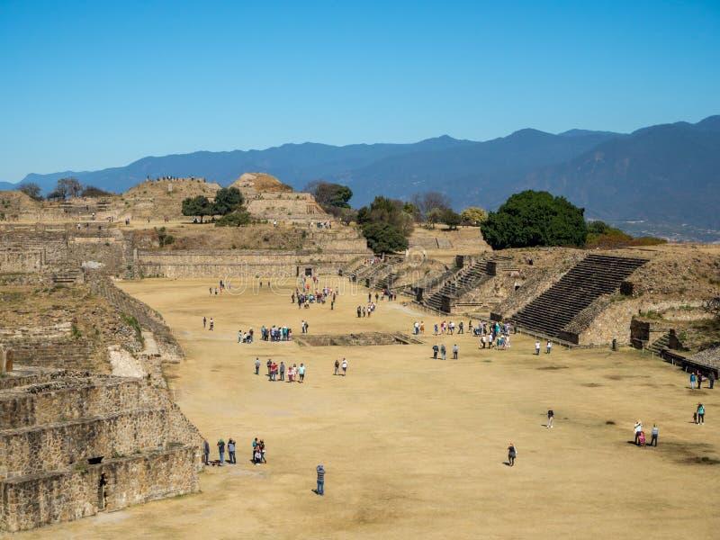 Monte Alban, Oaxaca, Mexico, Zuid-Amerika: [Grootste ruïnes van oude Zapotec-stad bij de bovenkant stock afbeelding