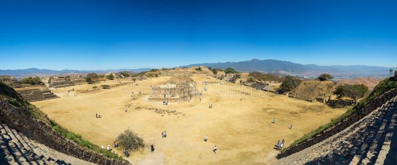 Monte Alban, Oaxaca, Mexico, Zuid-Amerika: [Grootste ruïnes van oude Zapotec-stad bij de bovenkant royalty-vrije stock foto