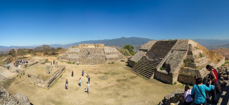 Monte Alban, Oaxaca, Mexique, Amérique du Sud : [Les plus grandes ruines de la ville antique de Zapotec au dessus photo stock