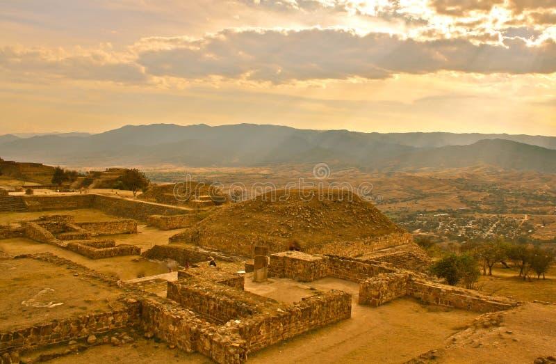 Monte Alban Ruinen stockbild