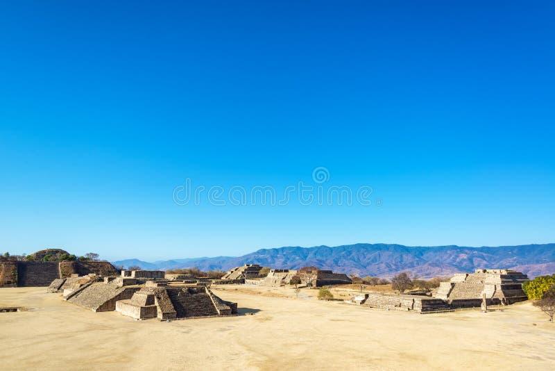 Monte Alban Ruins et collines photographie stock