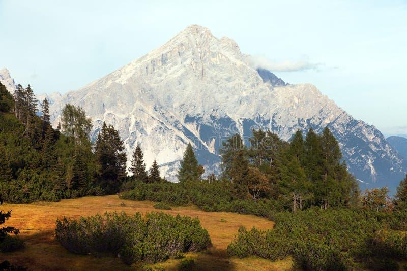 Monte Antelao, le Tirol du sud, montagnes de dolomites, Italie photographie stock libre de droits