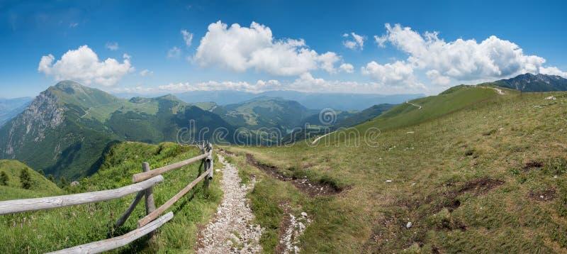 Monte baldo供徒步旅行的小道 库存照片