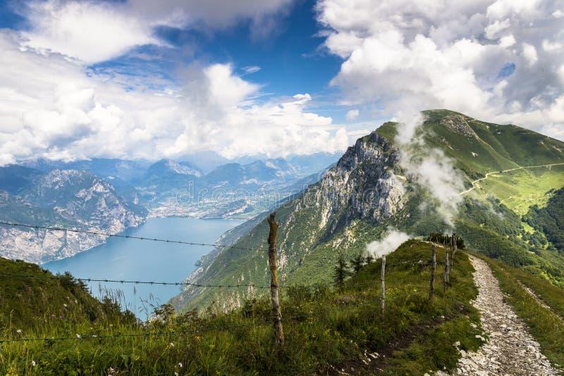 Monte Baldo, Meer Garda, Italië royalty-vrije stock afbeelding