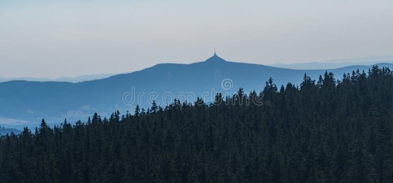 Monte brincado do boude de Vosecka em montanhas de Krkonose na república checa imagens de stock