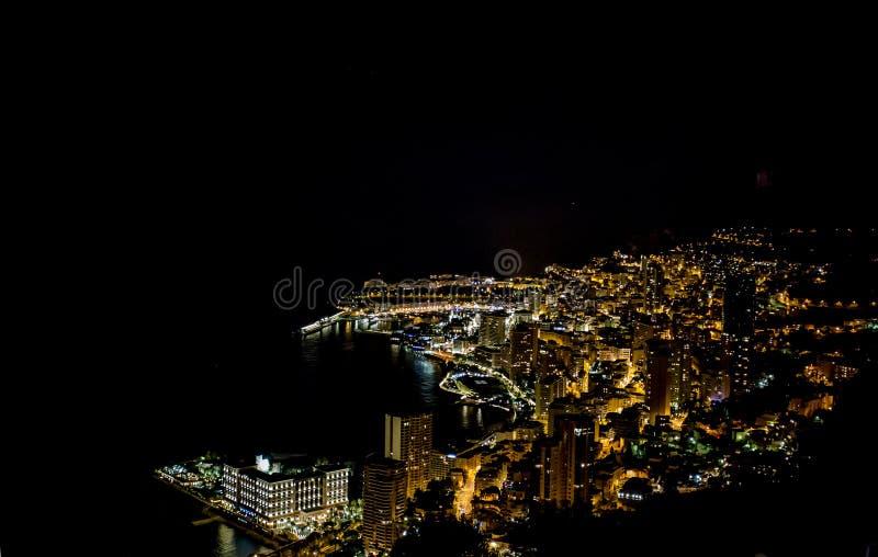 Monte Carlo debido a Mónaco en la noche en el ` Azur, Francia de Cote d fotos de archivo libres de regalías
