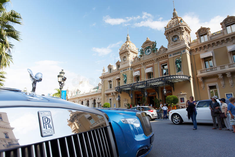 Monte - Carlo, Mônaco, casino Monte - Carlo, 25 09 2008: Rolls Royce novo fotografia de stock