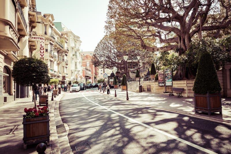 MONTE CARLO, MONACO - 4 GIUGNO 2019: Bello vecchio stile di architettura degli edifici residenziali nel vecchio centro urbano in  immagini stock libere da diritti