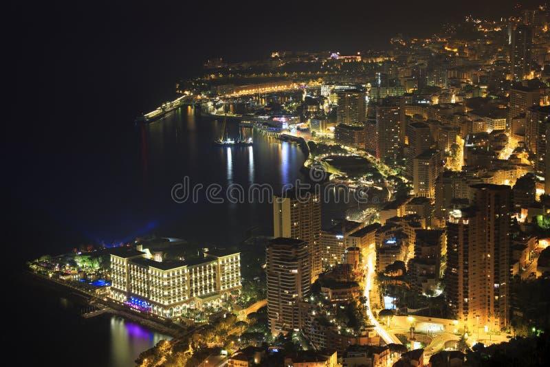 Monte - carlo som är upplysta på natten i Monaco arkivfoto