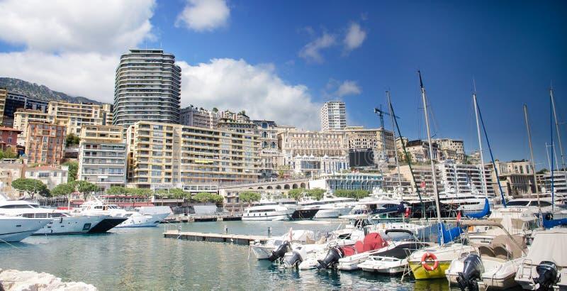 Monte Carlo Stadtpanorama mit Luxusyachten im Hafen, Cote d'Azur Vogelperspektivestadtbild Wolkenkratzer, Jachthafen lizenzfreies stockbild