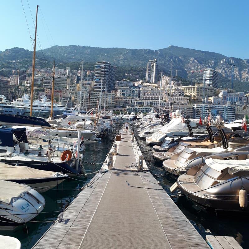 Monte Carlo, water, varend schip, de bouw, hemel royalty-vrije stock foto