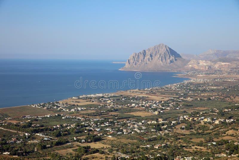 Monte Cofano vicino a Erice in Sicilia fotografie stock