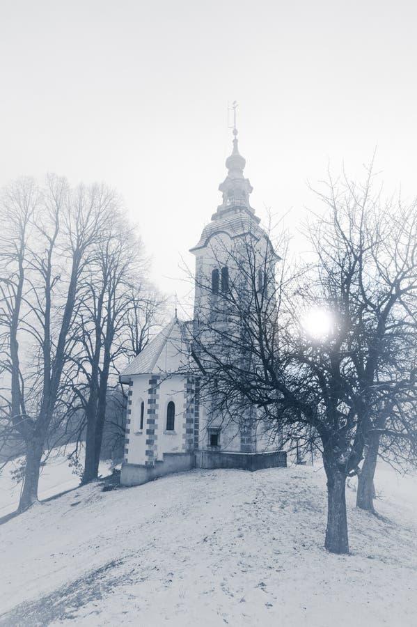 Monte da igreja católica. Slovenia, Skofja Loka imagens de stock royalty free