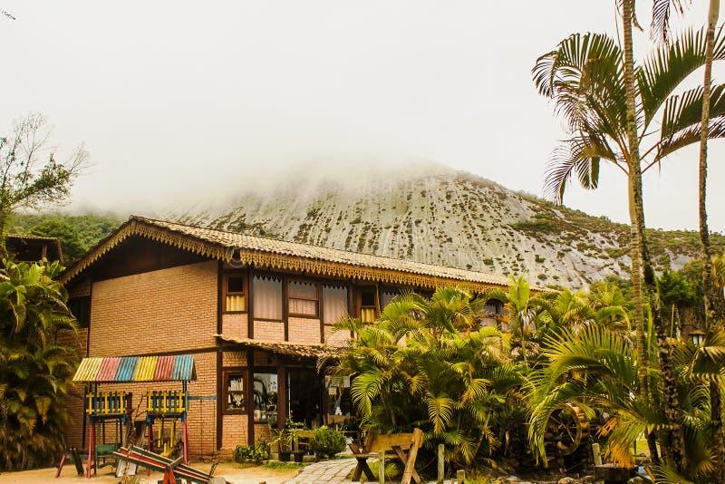 Monte da Pedra Azul, Błękitny kamień Mont pod mgłą w stanie espÃrito Santo, Brazylia obrazy royalty free