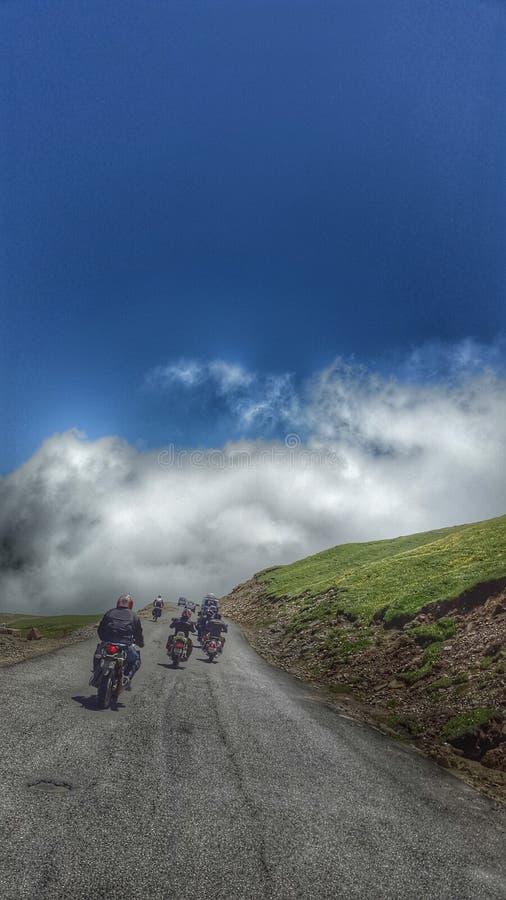 Monte dans les nuages du passage de Rohtang images stock