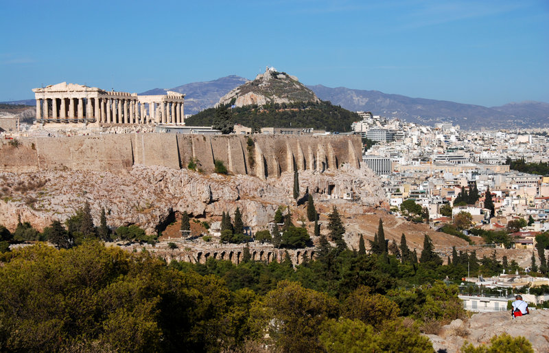 Monte de Atenas e de Acropolis foto de stock