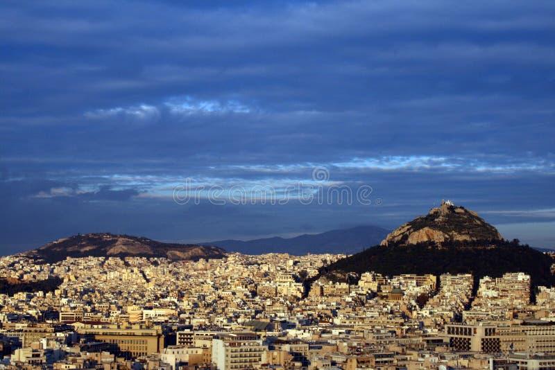 Monte de Atenas, Greece - de Lykavittos na luz do por do sol imagem de stock