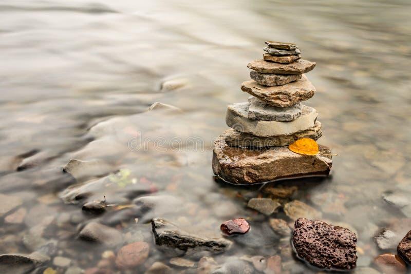 Monte de pedras da rocha do zen fotos de stock royalty free