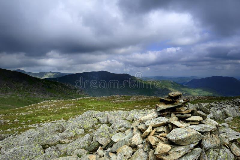 Monte de pedras no penhasco da pomba foto de stock