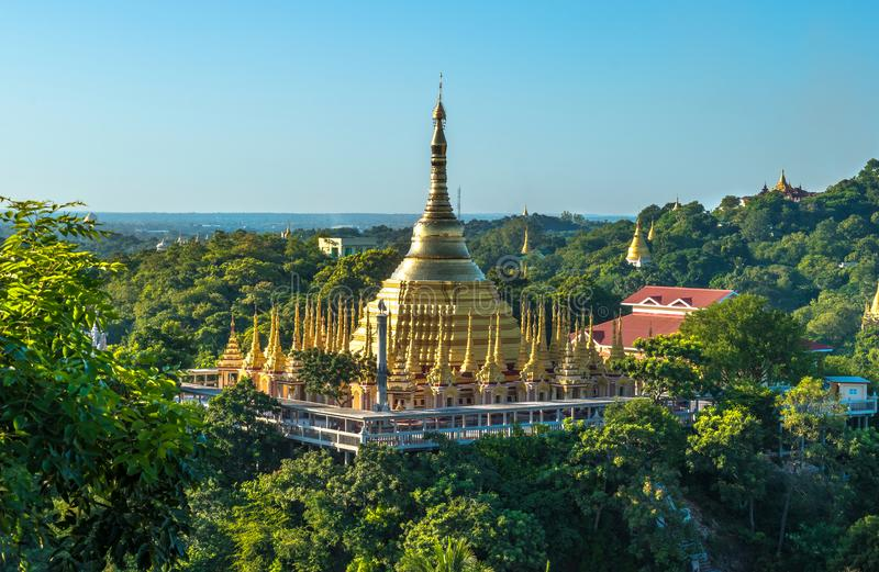Monte de Sagaing, Myanmar foto de stock royalty free