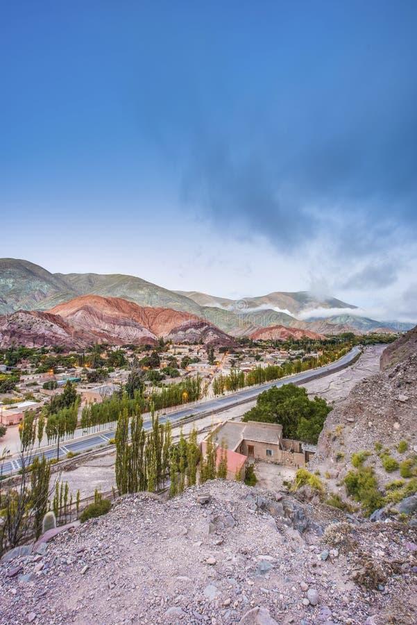 Monte de sete cores em Jujuy, Argentina. imagens de stock