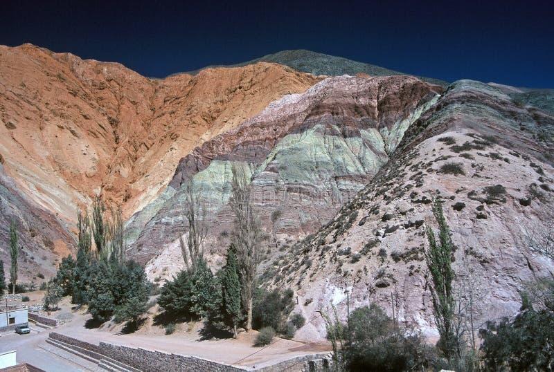 Monte de sete cores, Salta, Argentina imagens de stock royalty free