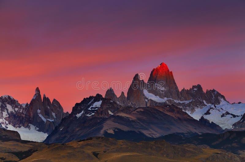 Monte Fitz Roy en la salida del sol, Patagonia, la Argentina fotografía de archivo