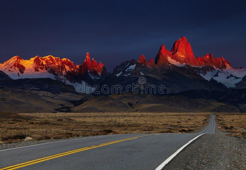 Monte Fitz Roy en la salida del sol, Patagonia, la Argentina imagen de archivo