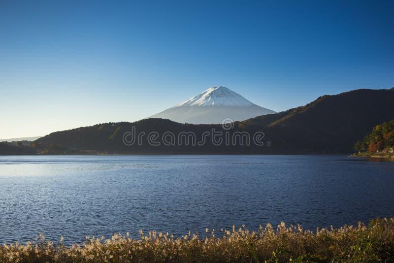 Monte Fuji com opinião do lago imagens de stock