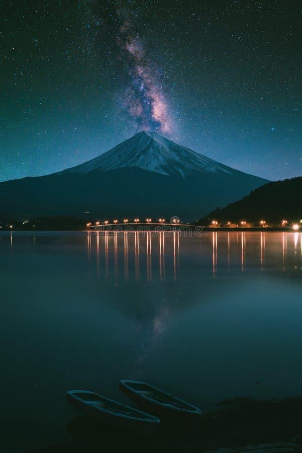 Monte Fuji no kawaguchiko do lago foto de stock royalty free