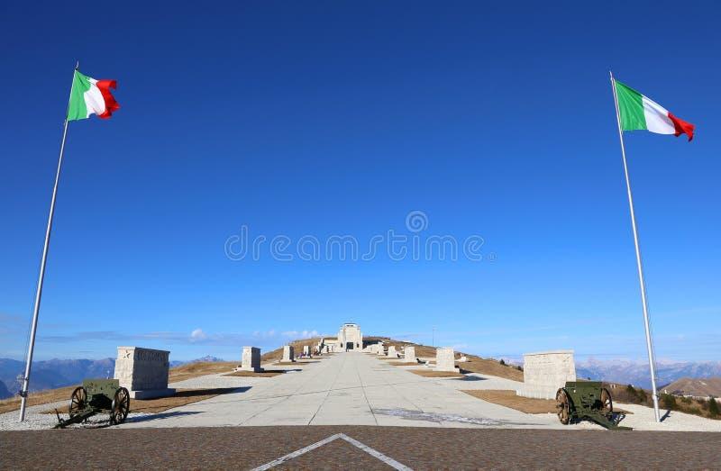 Monte Grappa (TV) Italie 8 décembre 2015 Mémorial militaire MOIS images stock