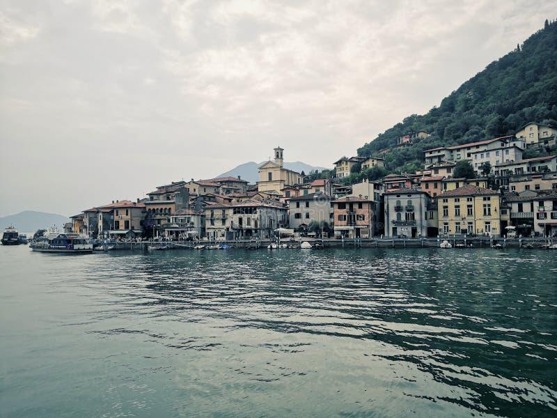 Monte Isola op het meer van Iseo, Lombardije, Italië stock foto