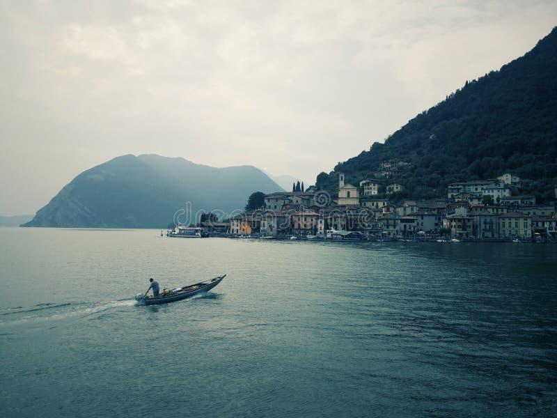 Monte Isola op het meer van Isio, Lombardije, Italië royalty-vrije stock foto